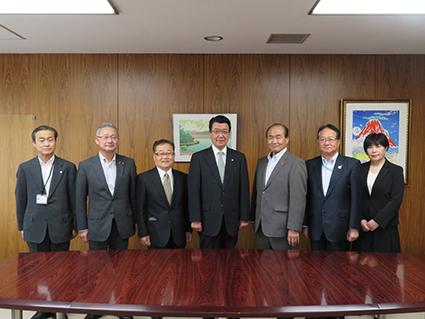 新役員が山口千歳市長を表敬訪問しました