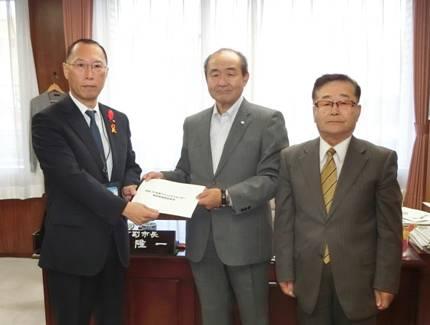 コミュニティセンター施設整備要望書を横田副市長に提出しました