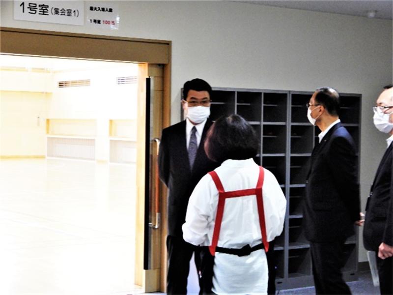 新型コロナウイルス感染症へのコミセンの対応状況を市長が視察しました