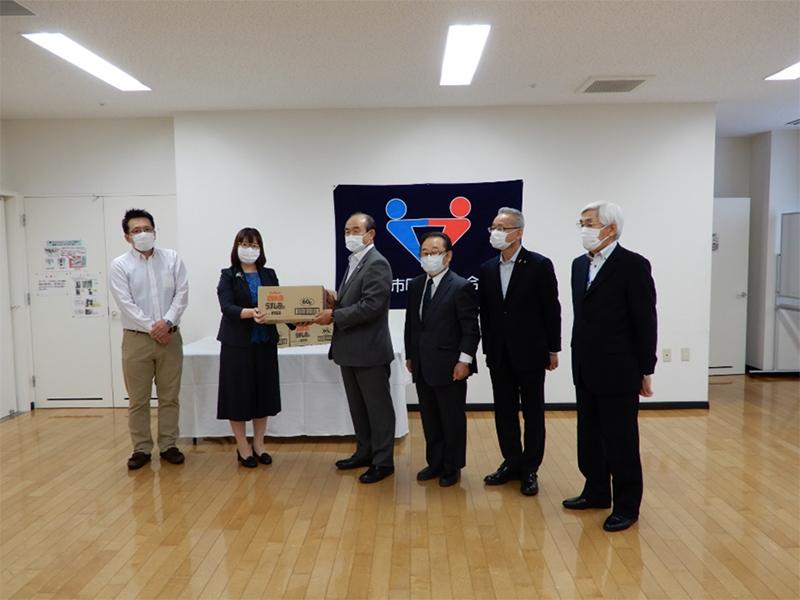カルビー(株)北海道工場より創業50周年を記念してポテトチップスを寄贈いただきました