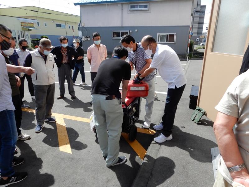 花園コミュニティセンターで花園コミ協主催の災害対応機材操作訓練が実施されました。