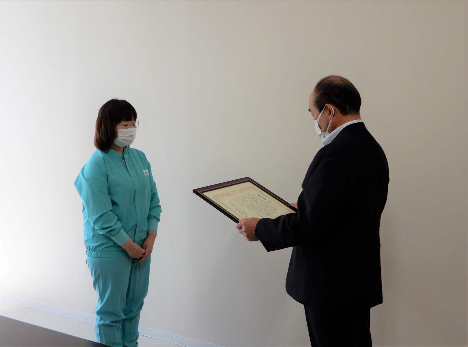 カルビー㈱北海道工場様に感謝状を贈呈しました。